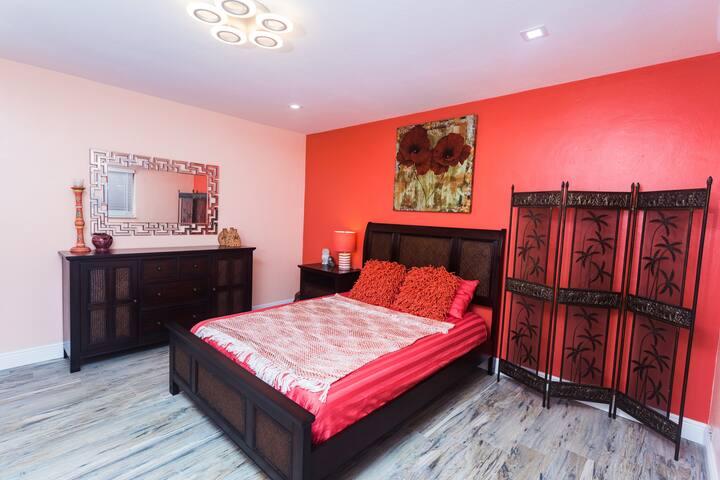 Comfortable memory foam mattress and Egyptian cotton sheets