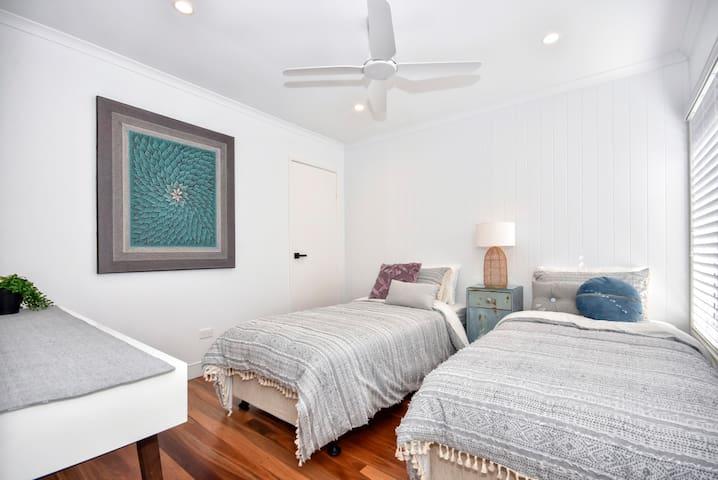 Bedroom 3 - x 2 single beds