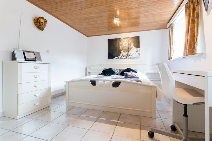 Attractive room near Ghent ( room 2)