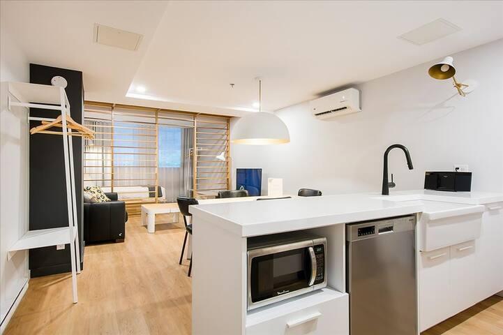 Luxury & cozy studio in vibrant St-Roch area