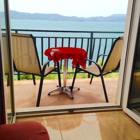 Apartment STUNNING VIEW max 6 persons 20m from sea - Komarna - Apartamento