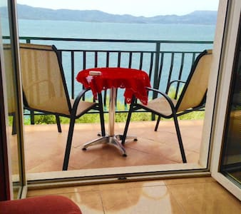 Apartment STUNNING VIEW max 6 persons 20m from sea - Komarna - 公寓