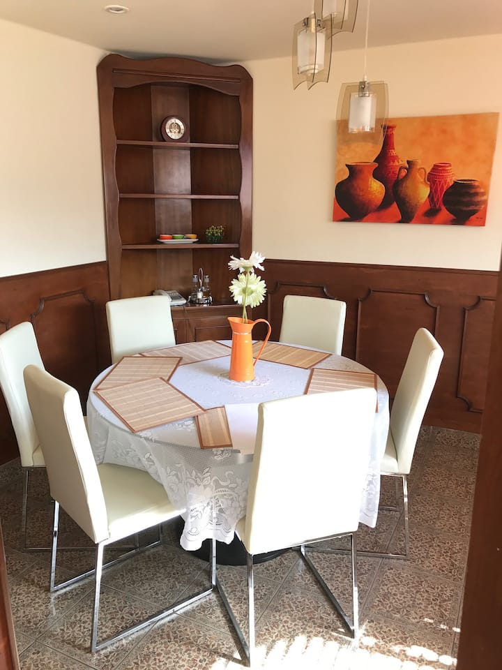 Apartamento de lujo, moderno, amplio y cómodo.