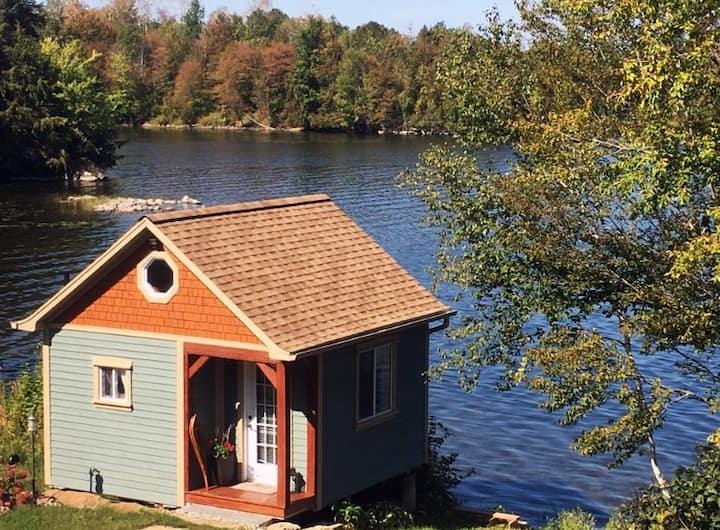 Big Rideau Lakeside Cabin