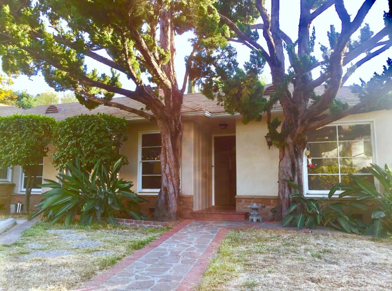 Altadena Style, front entrance