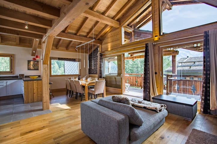 A superb new and cosy 5* chalet