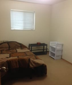 Clean apt to relax in. - Sherwood Park - Appartement