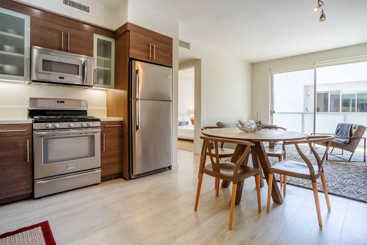 Modern and Quiet. Prime Location + Parking - 507