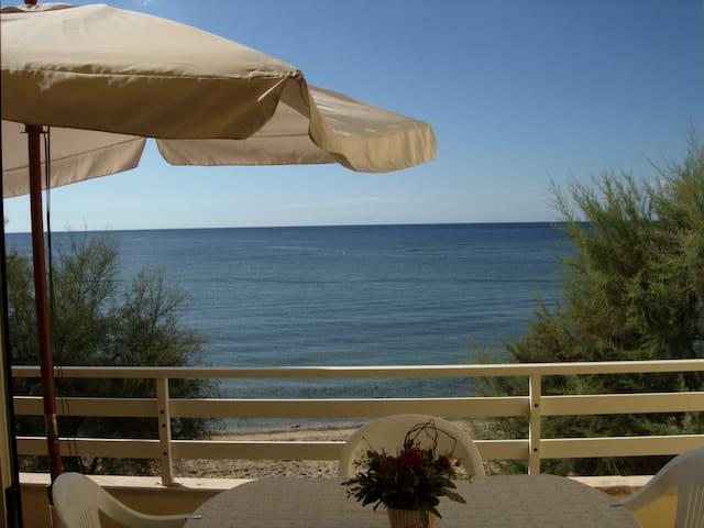 Appartamento su spiaggia a 10 metri dal mare - Torre Pali