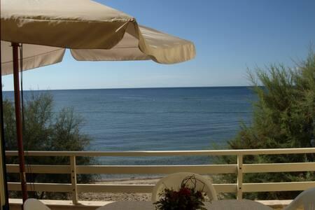 Appartamento su spiaggia a 10 metri dal mare - Torre Pali - 公寓