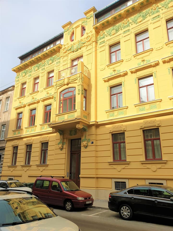 King's gem, heated floors, clean, lux, main square