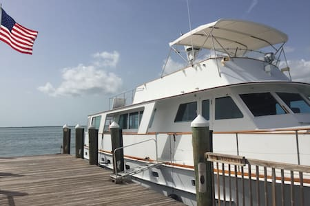 Palm Beach Yacht Life - Palm Beach