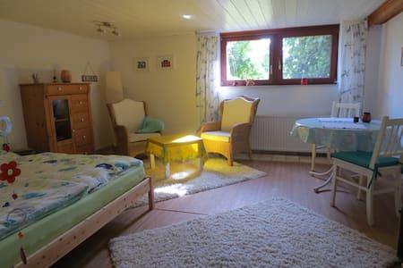 Souterrain mit Miniküche & Duschbad - Ahnsen - Talo
