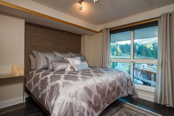 Ski-in/out Luxury 1 BD in Central Location*
