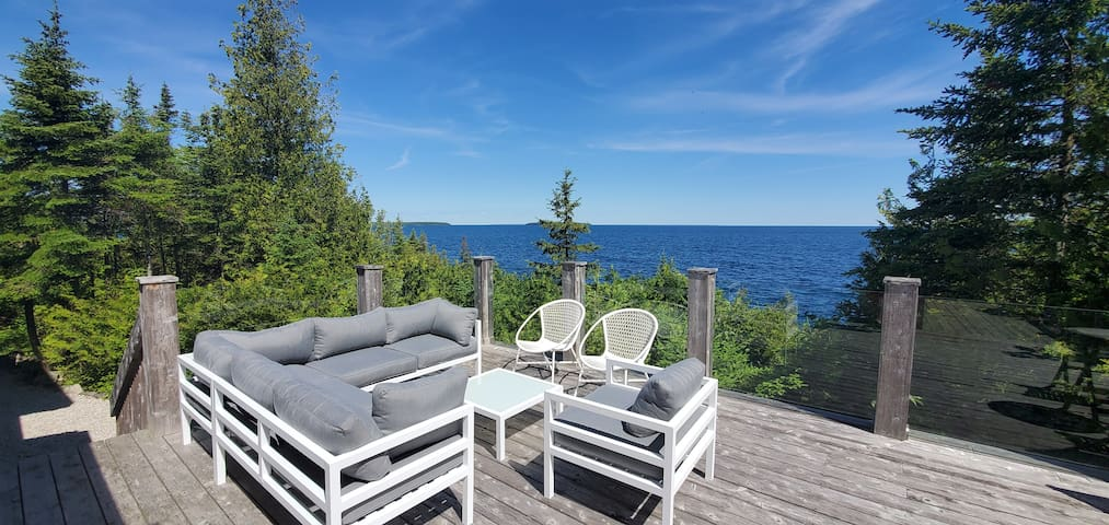 Luxe Waterfront Tobermory Cottage