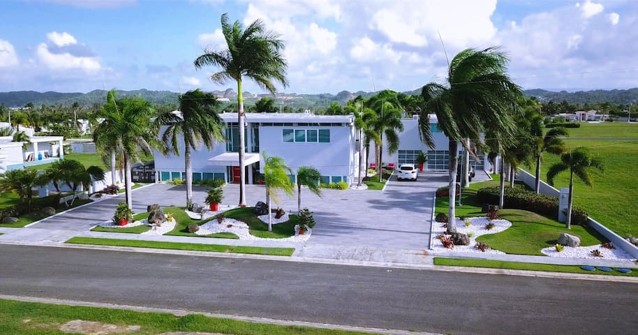 Villa Legend Caribe-Lux Home w/pool, near beaches