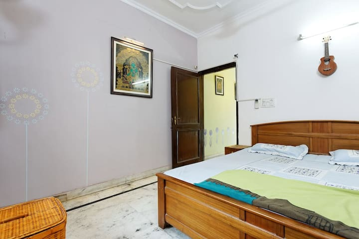 Cosy Home near Metro Station with Wifi & Breakfast - New Delhi - Bed & Breakfast