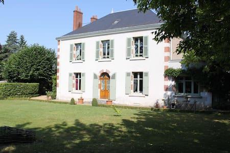 AUX COEURS DE L'ATELIER - Menars - Gästehaus