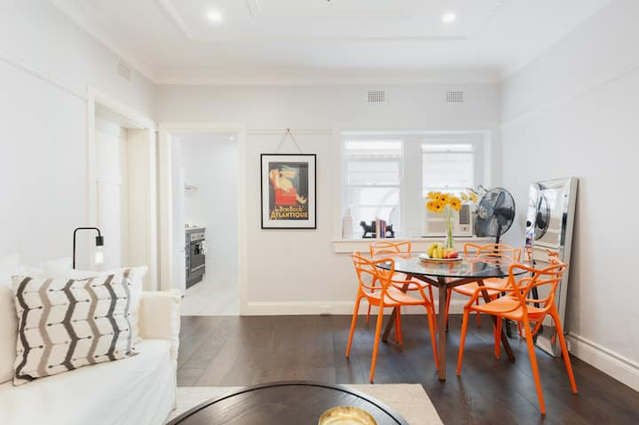 Designer Art Deco Apartment in trendy Potts Point