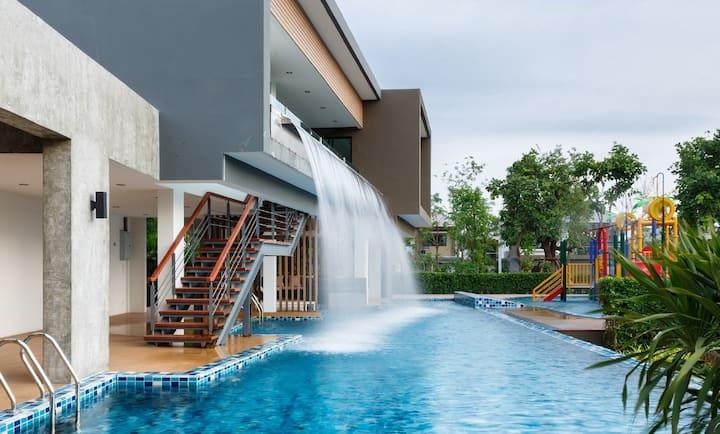 Jan @ Serene Bangkok Safe & Comfy House Room A1