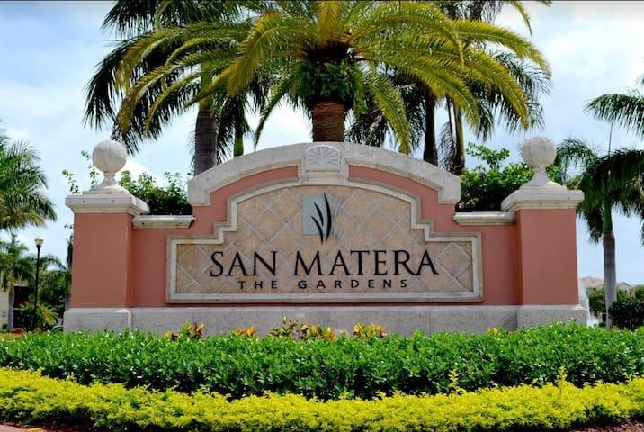 Charming Palm Beach Gardens 2 BDRM Condo