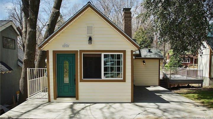 """Luxurious 2 Bdr - """"Cozy Cottage"""""""