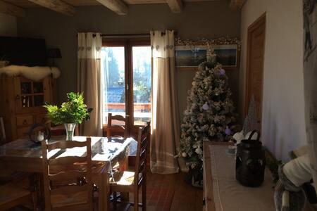 Appartement de charme de la perle du Mont-Blanc. - 꽁블루
