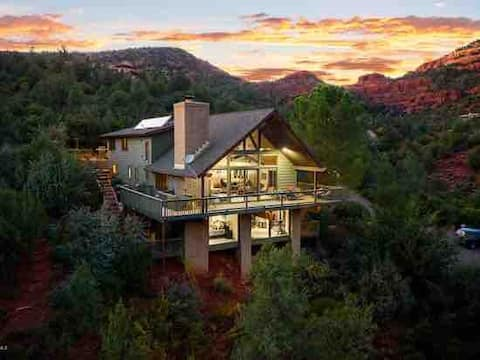 Luxury Cabin on the Creek with Red Rock Views
