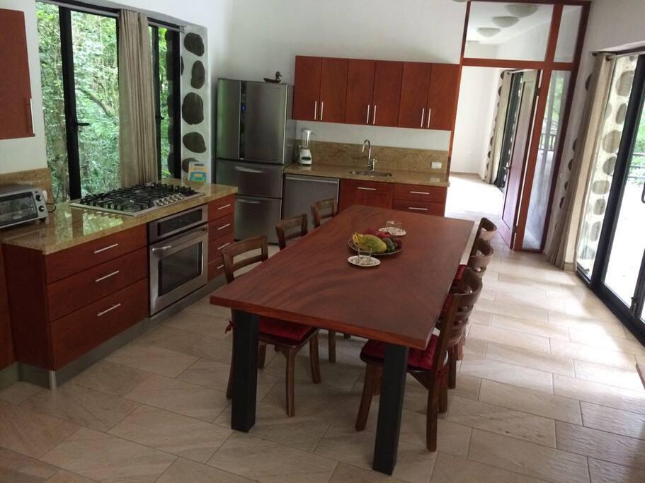 Primera Planta / First Floor Cocina / Kitchen