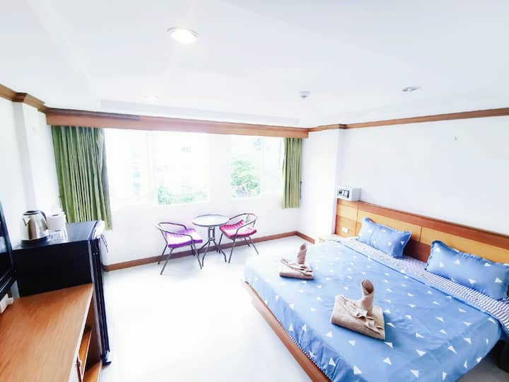 8A-Patong Sunshine King Bed Room/Quiet/Clean 1