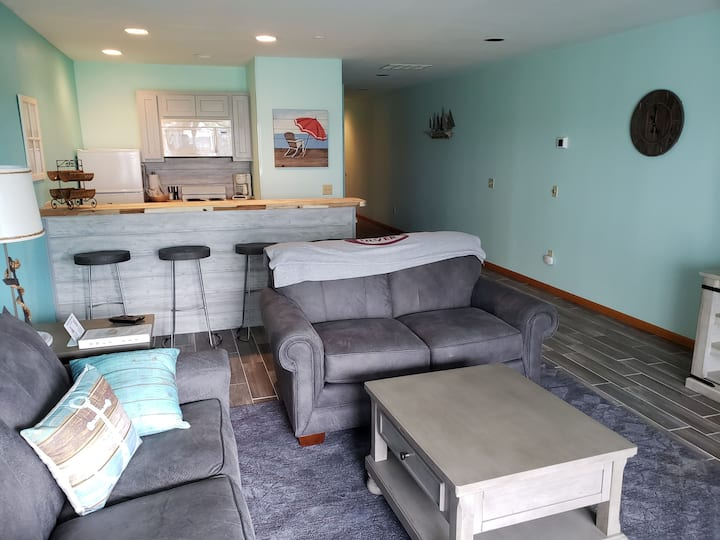Newly remodeled Condo on Lake Max! (121)