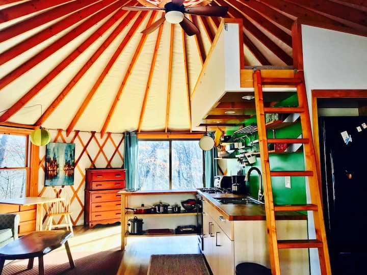 Secluded Yurt  in the Heart of the New River Gorge