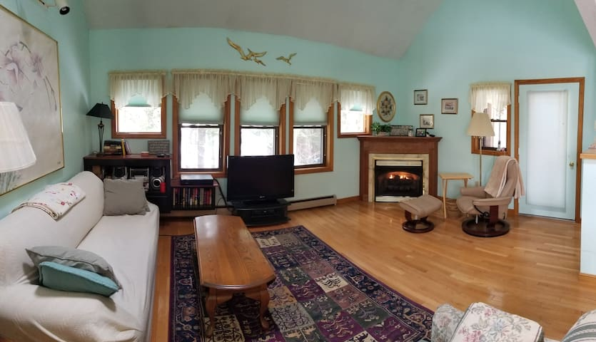 Spacious House in Lincoln, NH: Sleeps 9-11