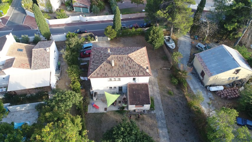 Villa g menos piscine et ruisseau maisons louer for Piscine de gemenos
