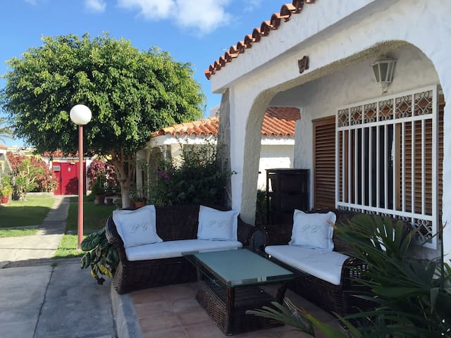 GRAN CANARIA: HOUSE IN HEART OF PLAYA DEL INGLES 1