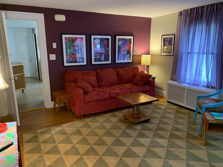 Sweet and spacious two-bedroom in East Rock