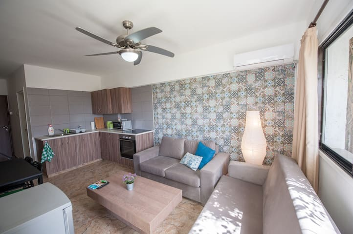 2 BR Apt ☆Roof Top w/Sea View☆Walk to the Beach