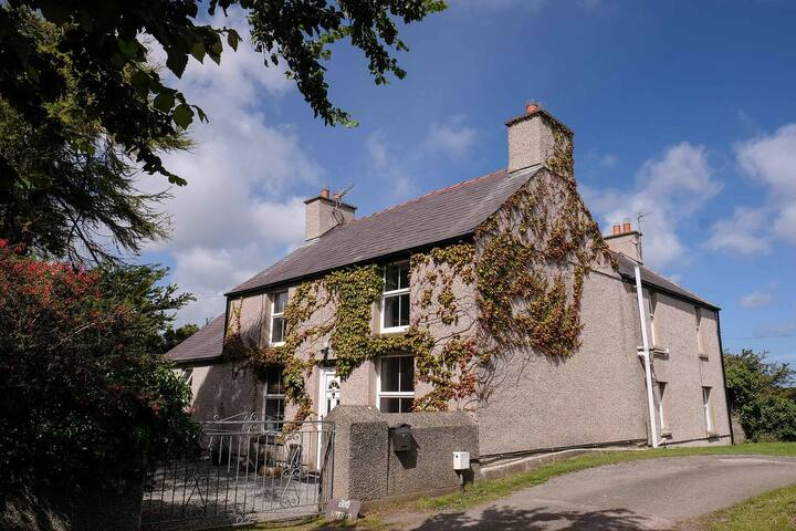 """Anglesey Bod Hyfryd B&B- """"Rivendell"""" Double Room"""