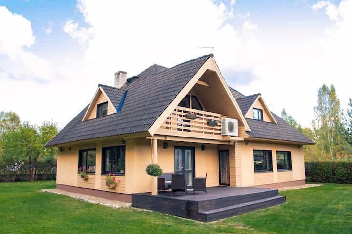 Maja Salmistu külas