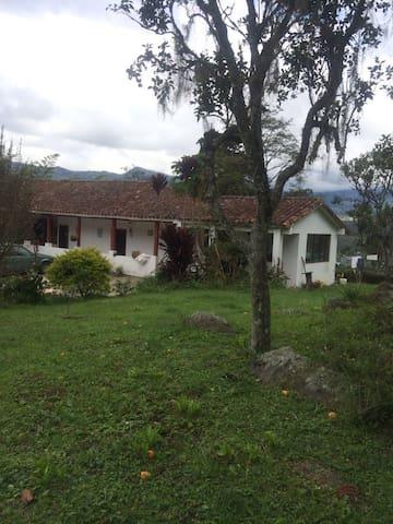 Casa de campo colonial, paisajes espectaculares
