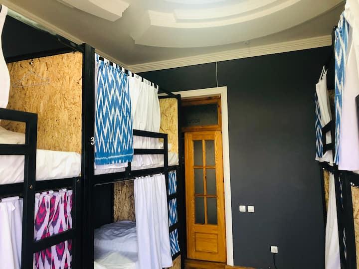 Ladies room / Комната для девушек