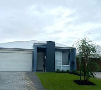 Private Bedroom and bathroom near the Swan Valley - Brabham - Hus