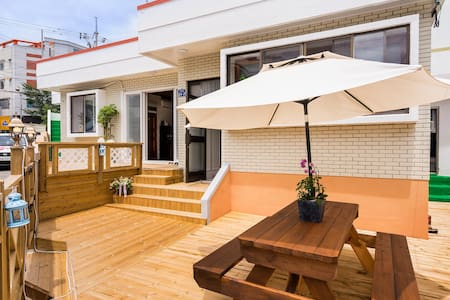 넓고깨끗한 온돌방- Cozy ONDOL Room near CableCar Tongyeong - Casa de hóspedes