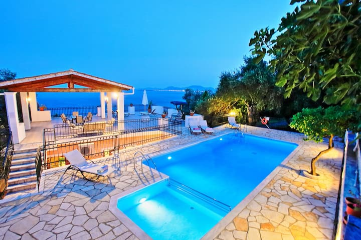 Villa Alexandros: Lovely villa, roof terrace pool