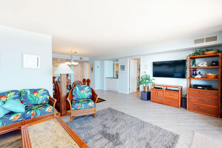 Sea Colony Ocean 14th floor condo w/ free WiFi, shared sauna, and tennis court