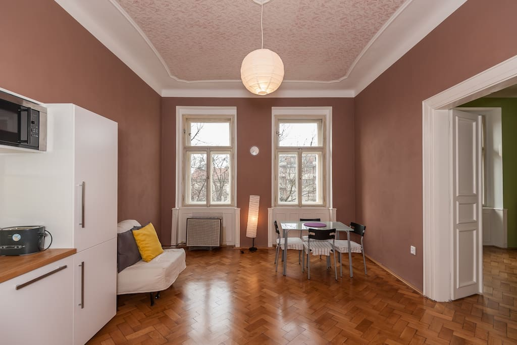 Sunny apartments in prague centrum flats for rent in for Airbnb apartments