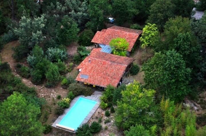 Villa bois dans la forêt, piscine, océan à 15'