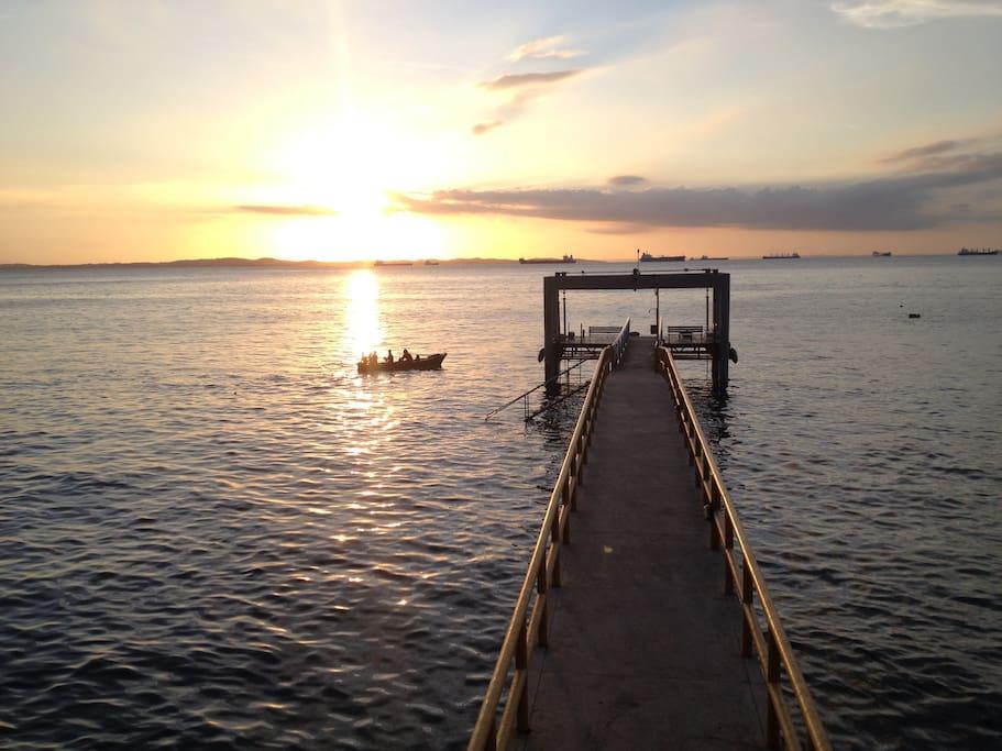 Pier de atracação para embarcações,mergulho,esportes náuticos e banho de mar.