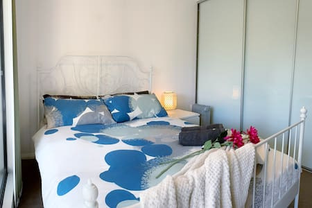 Cozy Suites for 2 in Waterloo Sydney + Parking