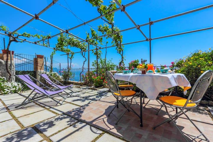 Villa con vista mozzafiato sul mare e su Amalfi